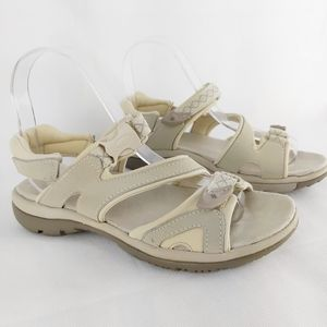 Naturalizer walking sandals size 6M